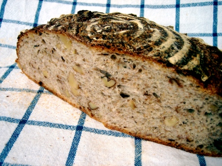 rye-sourdough-with-walnuts-1
